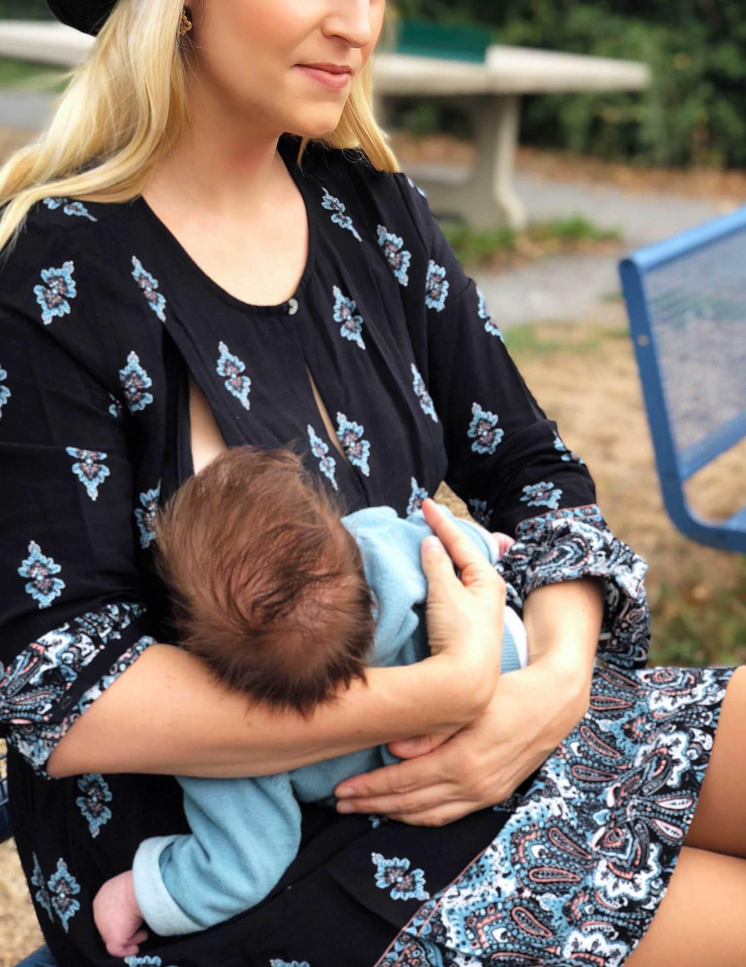 Bloggerin-mit-Baby-Umstandsmode-Stillkleid