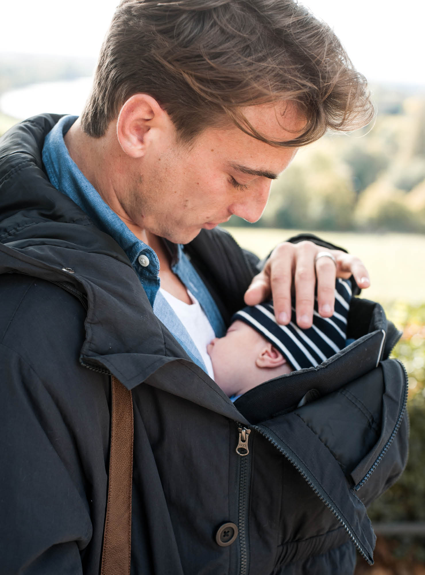Gewinne jetzt unseren 2-in-1 Papa Parka mit Babytrageeinsatz