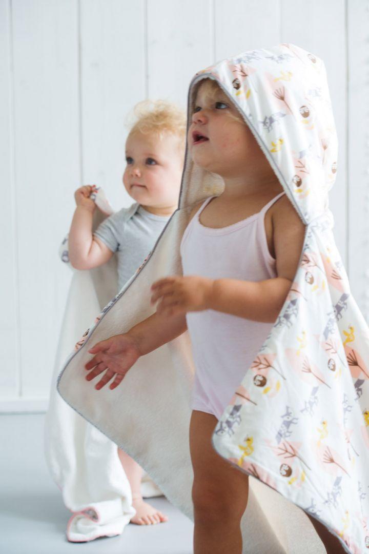 Organic Babykapuzenhandtuch mit Fuchs Print rosa
