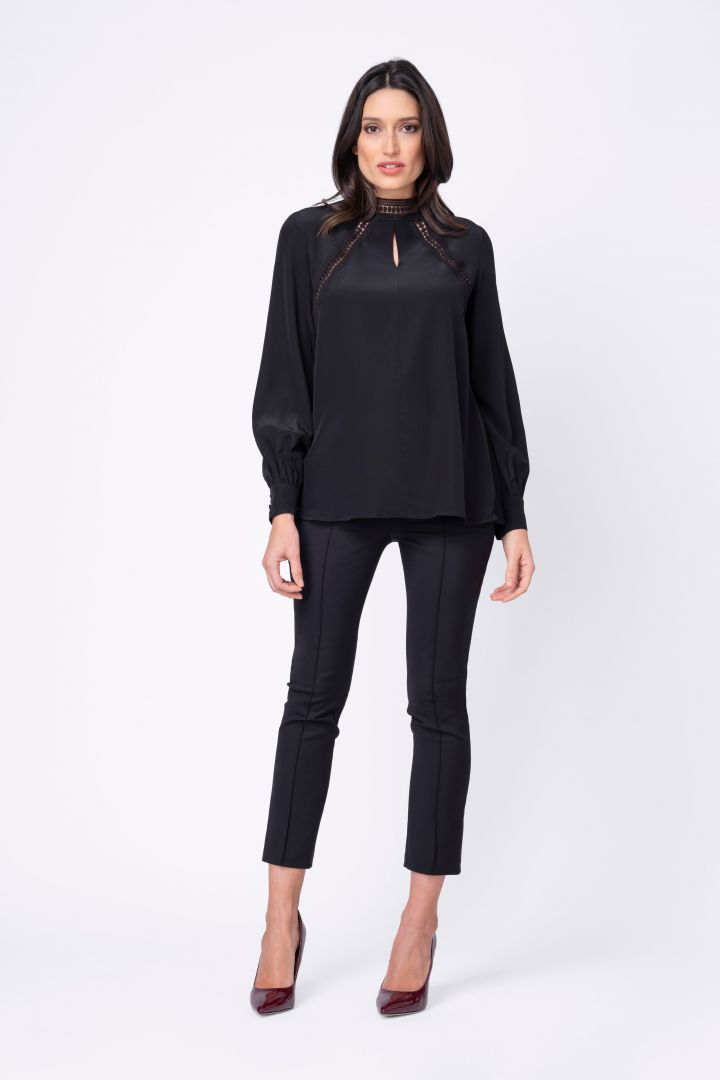 Maternity and nursing blouse with lace