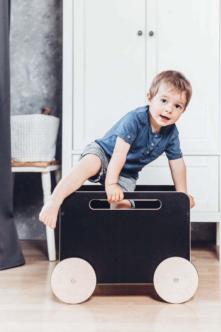 Spielzeugkiste auf Rädern schwarz