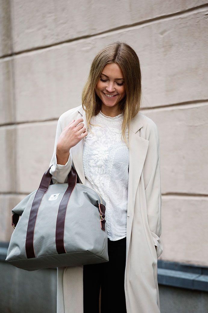 Gilded Grey Wickeltasche mit Lederdetails